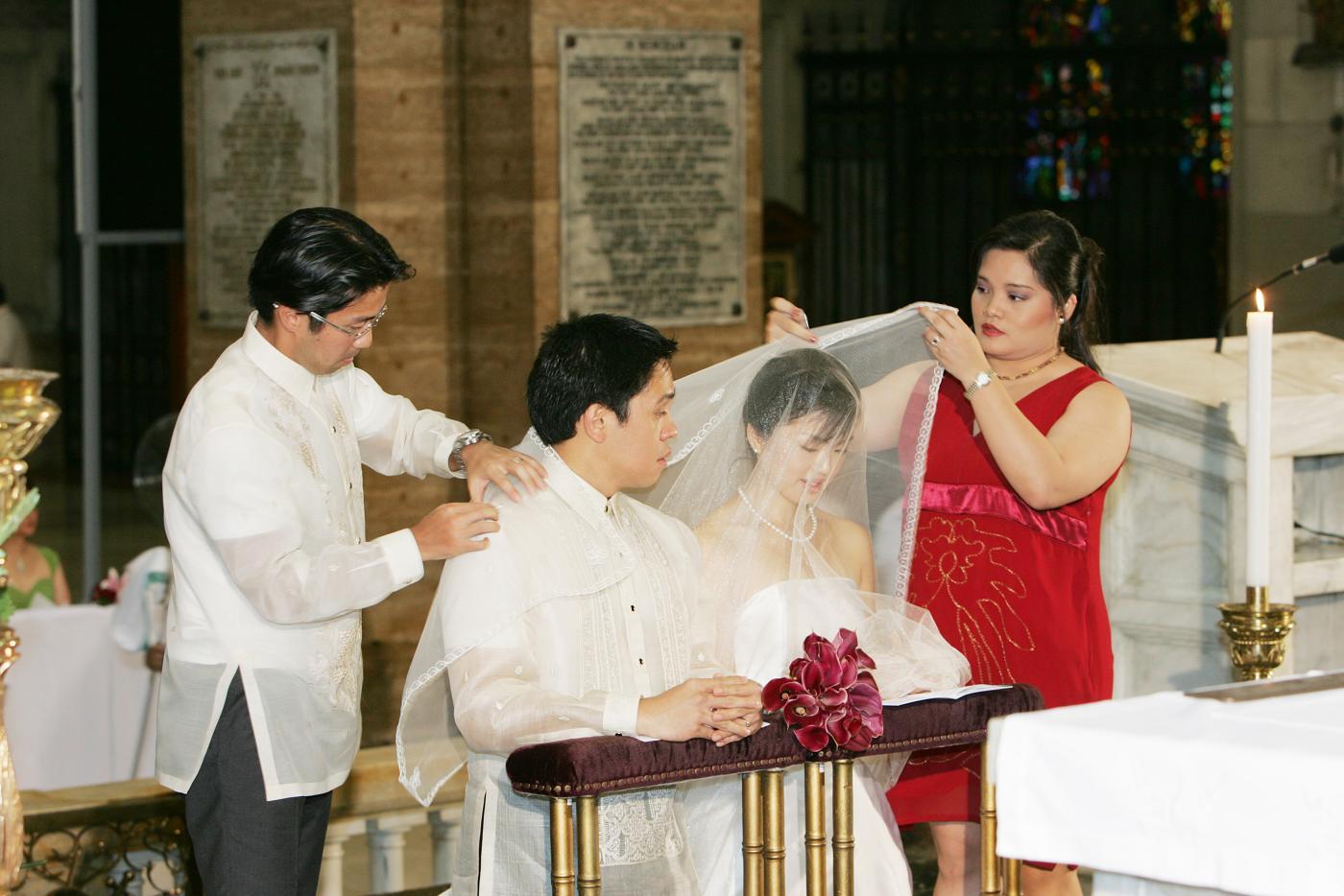 Wedding in Manila<3>教会での特別な儀式_f0099556_217092.jpg