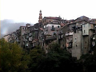 古い山岳都市ポリ(イタリア)_b0015157_124460.jpg