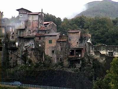古い山岳都市ポリ(イタリア)_b0015157_125218.jpg
