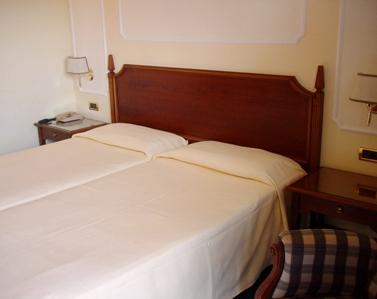 ヴェネト州の温泉地アバノテルメのスパ・ホテル_a0077294_14512650.jpg