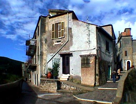 サングレゴリオ・ダッサーラ(2)広場と家_b0015157_0333651.jpg