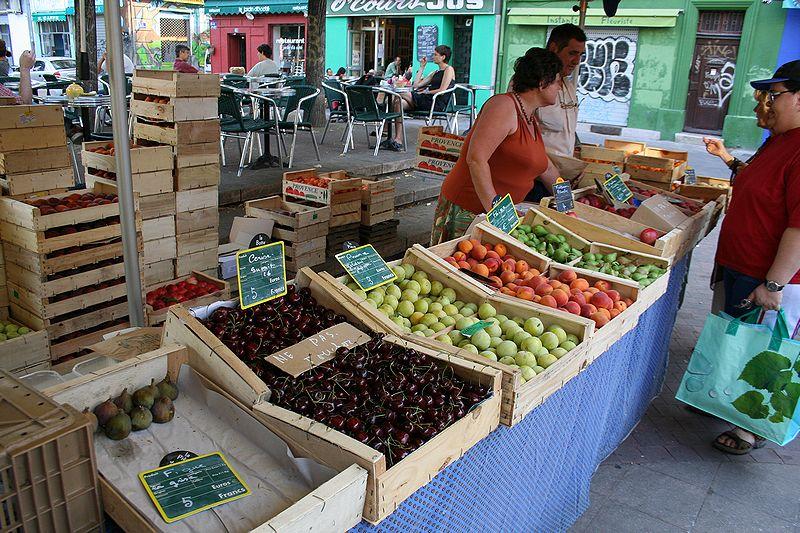 こちらは野菜や果物を中心に扱う市場です。マルセイユの市場は、野菜や果物、... 総合芸術と生活美