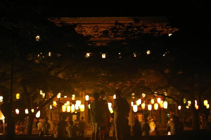 腹に響いた太鼓の音:夏の風物詩「06・円覚寺盆踊り大会」_c0014967_1011447.jpg