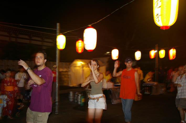腹に響いた太鼓の音:夏の風物詩「06・円覚寺盆踊り大会」_c0014967_10121765.jpg