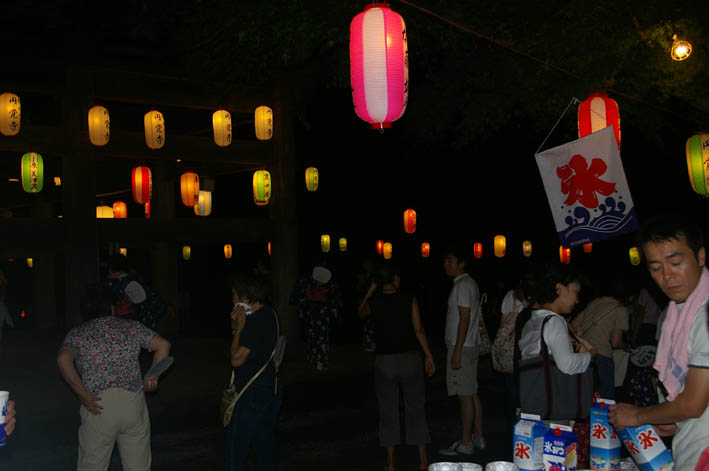 腹に響いた太鼓の音:夏の風物詩「06・円覚寺盆踊り大会」_c0014967_1012253.jpg