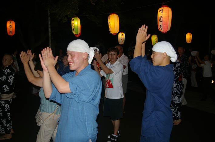 腹に響いた太鼓の音:夏の風物詩「06・円覚寺盆踊り大会」_c0014967_10293735.jpg