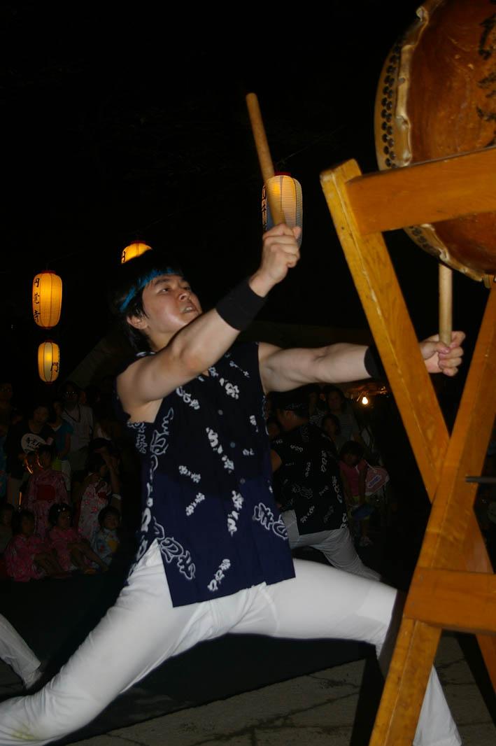 腹に響いた太鼓の音:夏の風物詩「06・円覚寺盆踊り大会」_c0014967_1033721.jpg