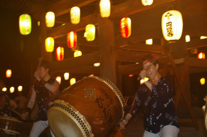 腹に響いた太鼓の音:夏の風物詩「06・円覚寺盆踊り大会」_c0014967_1052415.jpg