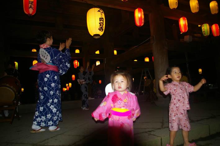 腹に響いた太鼓の音:夏の風物詩「06・円覚寺盆踊り大会」_c0014967_10703.jpg
