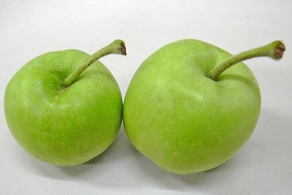 8月22日 青リンゴ_a0001354_21213569.jpg