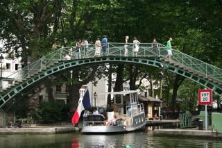 日曜昼下がりのサンマルタン運河_d0004651_1620450.jpg