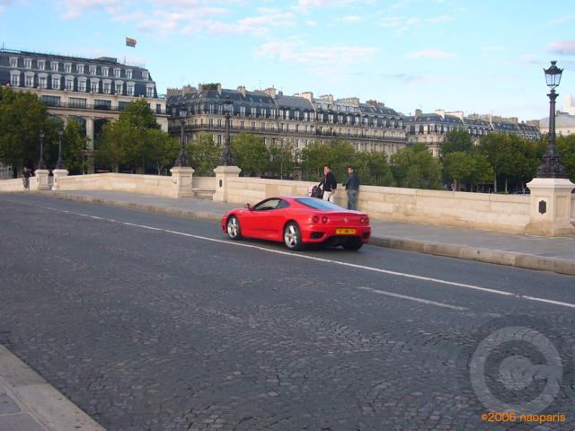 ■赤い車(ポンヌフ、パリ)・・・_a0008105_1916296.jpg