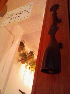 ◆かわいらしいトイレ と 玄関のドアノブ◆ D-SPICE_a0033733_1941145.jpg