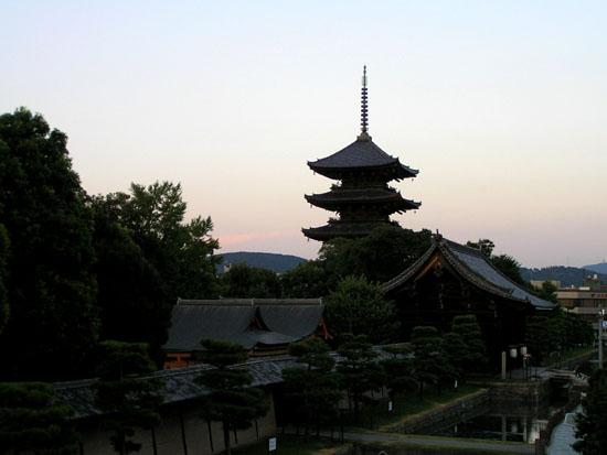 東寺の五重塔_e0048413_11225529.jpg