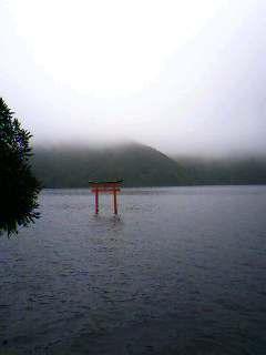 霧の芦ノ湖_b0016474_6313330.jpg