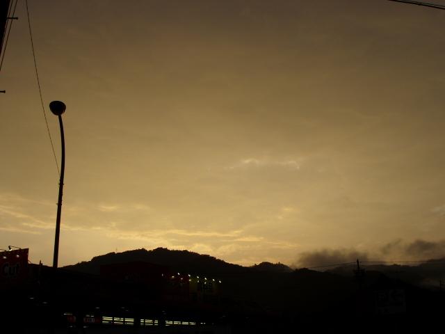 不安定な天気。_c0010936_19174619.jpg