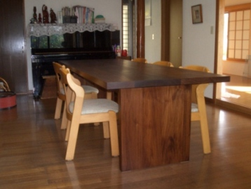 大きなテーブル_c0087349_42212100.jpg