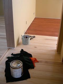 床塗装開始!!_b0097729_17292210.jpg