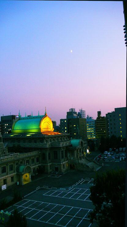 七日月照らす寺院は異国色_a0031363_23265669.jpg