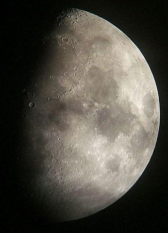 月に群雲(月齢9.3)_e0089232_20442375.jpg