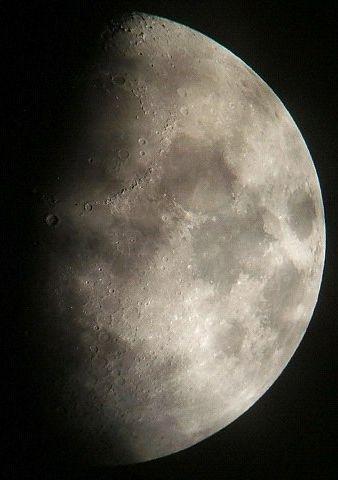 月に群雲(月齢9.3)_e0089232_20443215.jpg