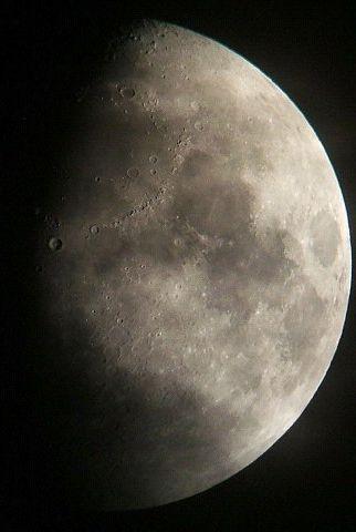 月に群雲(月齢9.3)_e0089232_20443934.jpg