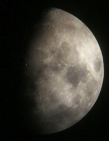 月に群雲(月齢9.3)_e0089232_2044631.jpg