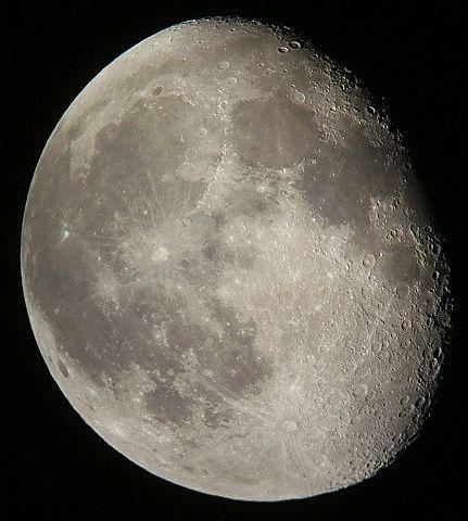 月齢17.9の月_e0089232_4381037.jpg
