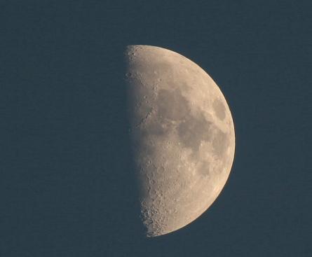 風景と今日の月_f0037633_1459880.jpg