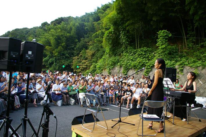 大船観音前マンション反対野外コンサートに市民300人!_c0014967_962717.jpg