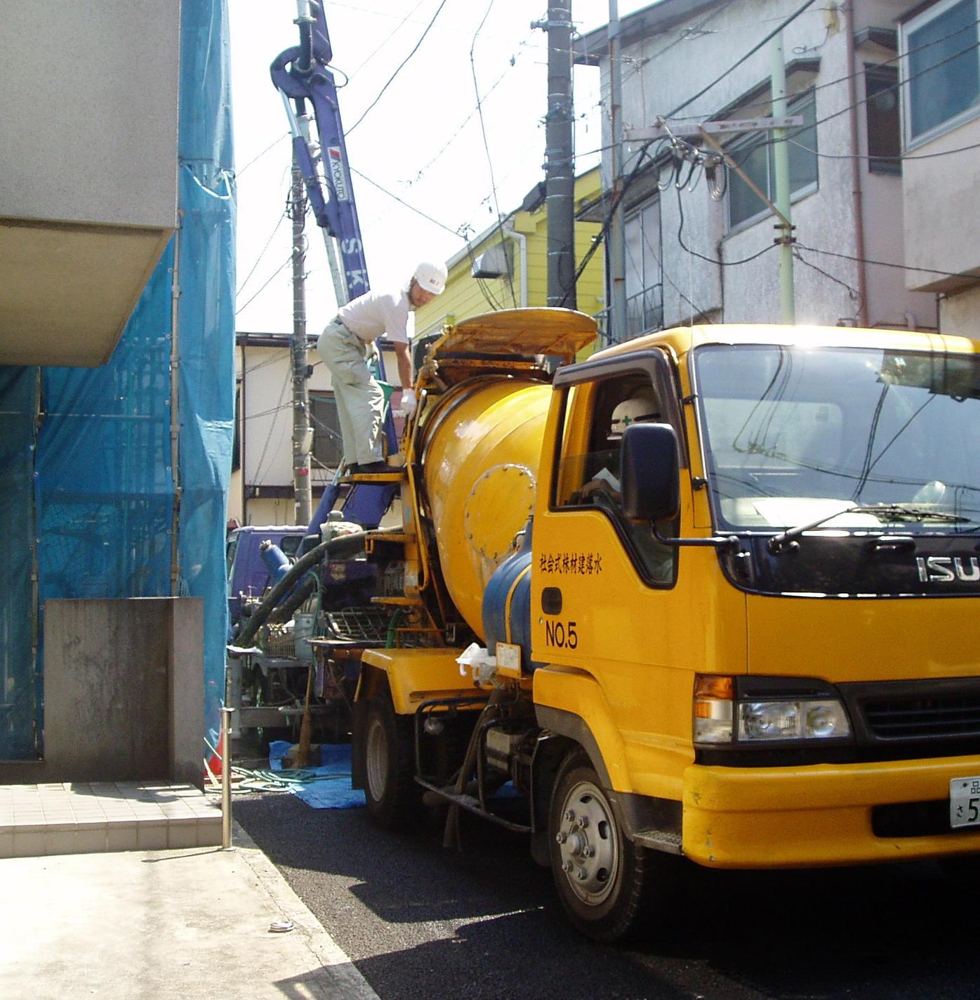 コンクリート打設の日です_a0075387_1712119.jpg