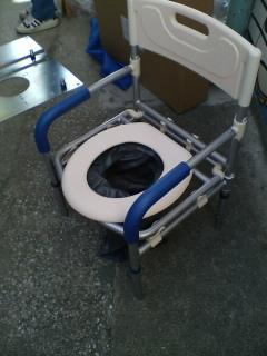 謎の写真を放置してました。 防災トイレです。_f0073557_1451264.jpg