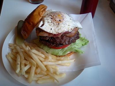 ど〜やって食べるのさぁ、このハンバーガー。であります!  T★sハンバーガー&コーヒー(追レポ)_b0098884_14522365.jpg