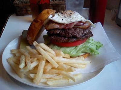 ど〜やって食べるのさぁ、このハンバーガー。であります!  T★sハンバーガー&コーヒー(追レポ)_b0098884_14524029.jpg