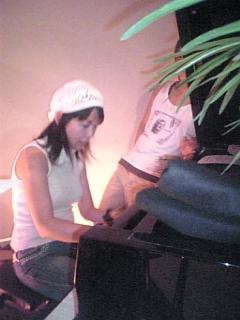 ピアノの前だけは_d0052485_17254117.jpg