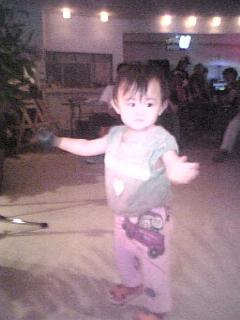 踊る子供ちゃん_d0052485_17401512.jpg