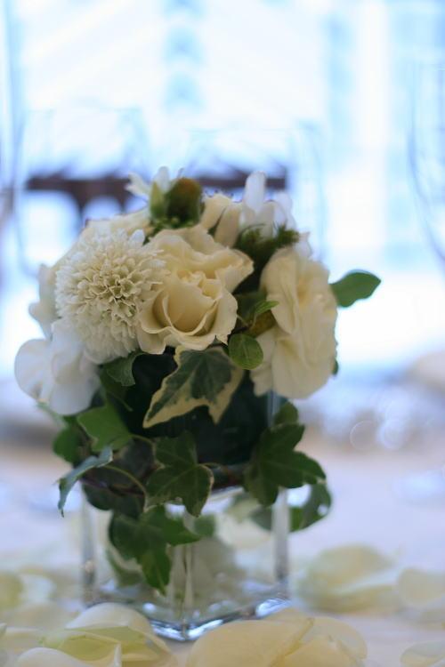ゲストテーブル装花 手のひらに乗るサイズで_a0042928_23311565.jpg