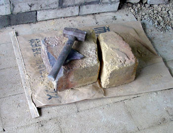 窖窯を作る/レンガを切る_c0081499_20292021.jpg