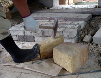 窖窯を作る/レンガを切る_c0081499_20332345.jpg