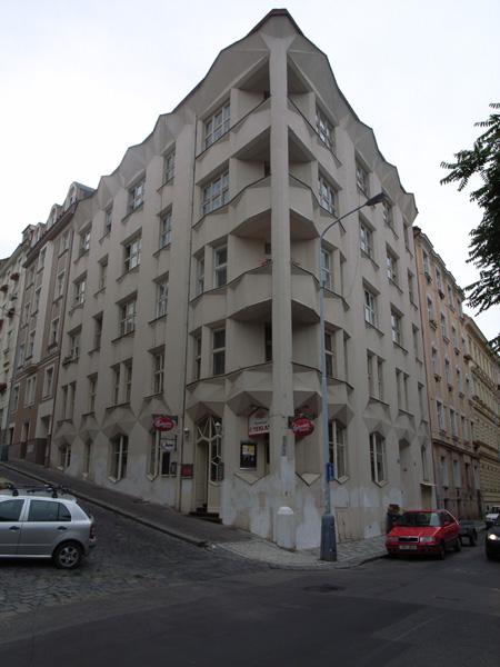 Praha11 -キュビズムの家1- _b0043304_17141240.jpg