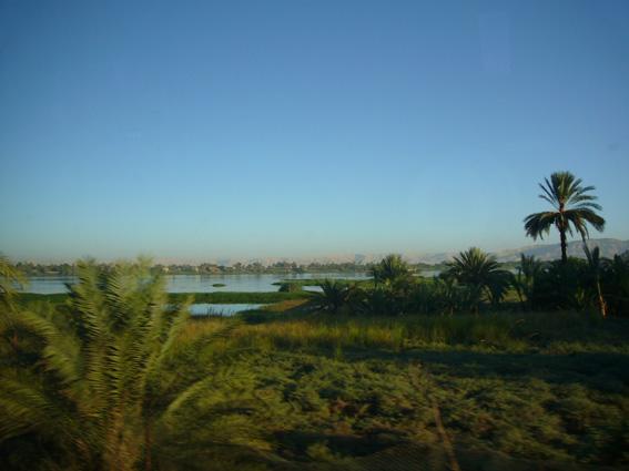 酷暑エジプト旅行記(11)   エドフ・コムオンボ・アスワン_b0025511_10355018.jpg