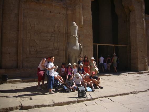 酷暑エジプト旅行記(11)   エドフ・コムオンボ・アスワン_b0025511_10412421.jpg