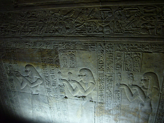 酷暑エジプト旅行記(11)   エドフ・コムオンボ・アスワン_b0025511_1042526.jpg