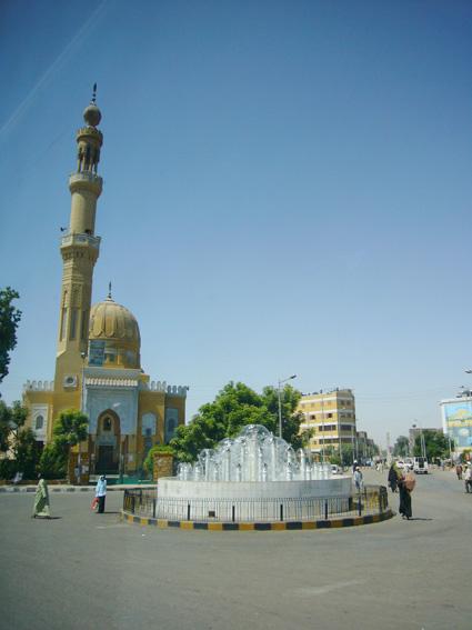 酷暑エジプト旅行記(11)   エドフ・コムオンボ・アスワン_b0025511_10474389.jpg