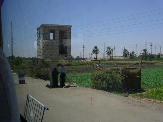 酷暑エジプト旅行記(11)   エドフ・コムオンボ・アスワン_b0025511_1052770.jpg