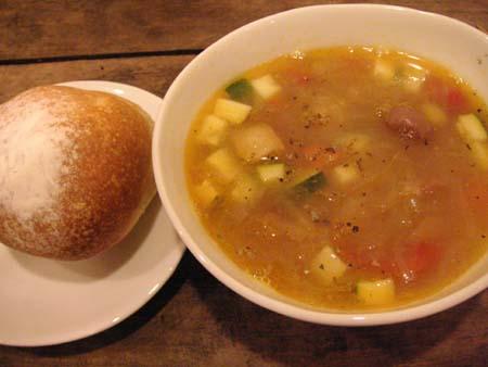 Cura  2 (クーラ) の 塩漬け豚と野菜のスープ_f0053279_362648.jpg
