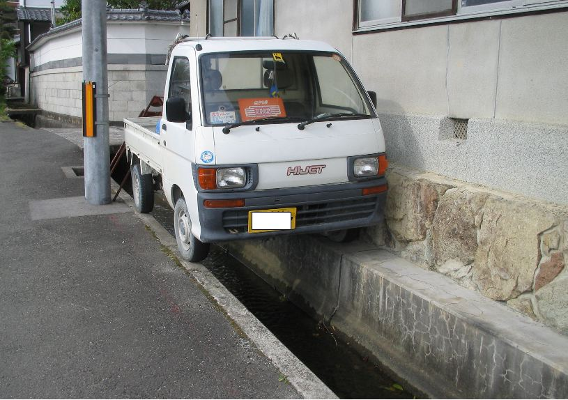 苦手な縦列駐車もボタン一つで_e0001481_6531144.jpg