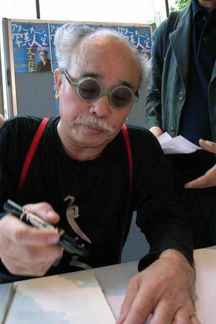 天才アラーキーのサイン会と講演_c0051132_203198.jpg