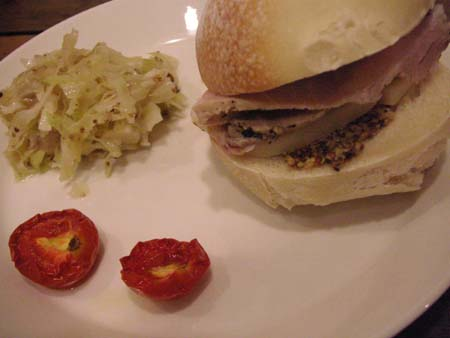 Cura2 (クーラ) のハムとチーズのサンドイッチ_f0053279_0124325.jpg