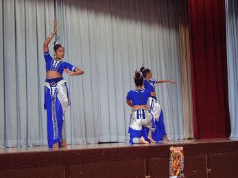 チャンナ・ウプリ スリランカ舞踊団_b0074601_16475215.jpg